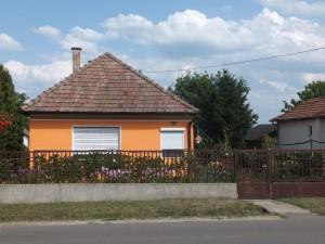 Szécsényi út 24.
